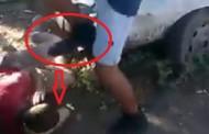 UPDATE - IMAGINI ȘOCANTE 18+ Doi tineri din Cluj-Napoca îl rup în bătaie pe un altul și îl calcă pe cap