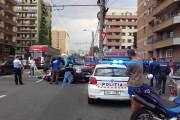 FOTO - Două victime, pe strada Teodor Mihali, după ce o mașină a tăiat calea unei motociclete