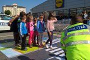 GALERIE FOTO - Zeci de micuți au învățat reguli de circulație direct de la polițiștii clujeni
