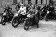 Expoziţia de fotografie: Concursuri de maşini şi motociclete în Clujul de altădată