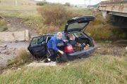 FOTO - Accident la Izvorul Crișului. Două mașini implicate, una a zburat în Crișul Repede