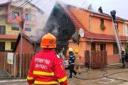 FOTO/VIDEO - Incendiu puternic la un duplex din Florești
