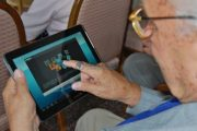 Seniorii pot beneficia de cursuri gratuite de iniţiere în utilizarea calculatorului