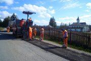 FOTO - Lucrări de întreţinere pe drumul judeţean ce duce la Mănăstirea Râşca Transilvană