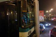FOTO/VIDEO - Autobuz înfipt în stâlp, în Mărăști. Trei persoane au fost rănite