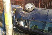 Accident la Moldovenești. Un șofer băut susține că a derapat și s-a răsturnat în șanț cu autoturismul