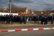 FOTO/VIDEO - Sute de localnici au protestat în Feleacu împotriva separării sensurilor de mers cu borduri