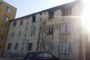 FOTO - Explozie într-un bloc din Gruia. O persoană a ajuns la spital