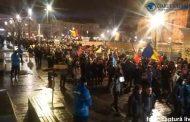 FOTO/VIDEO - 5.000 de oameni, prin ploaie, la Cluj-Napoca în a opta zi de proteste