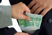 Procurorii DNA Cluj au reținut un bărbat care a vrut să dea 20.000 de euro mită unui procuror