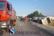VIDEO - Accident grav în județul Cluj, 8 răniți . Un autocar cu 25 de pasageri s-a răsturnat după impactul cu un autoturism