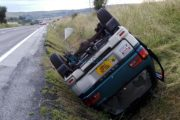 FOTO - Accident în județul Cluj. Mașină cu roțile în sus, o femeie rănită