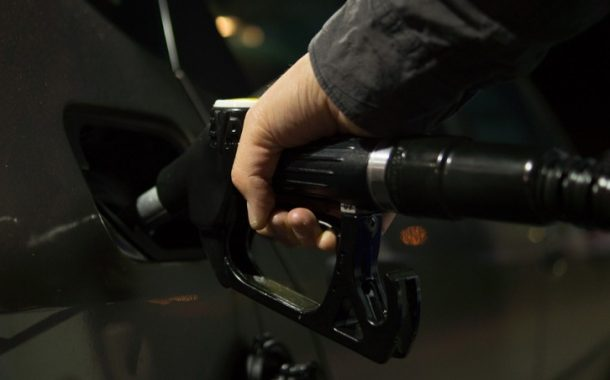 Cresc accizele la carburanți începând de azi. În octombrie, o nouă creștere