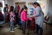 FOTO - Primăria Cluj-Napoca oferă și în acest an ghiozdane și rechizite gratuite pentru elevii clujeni din familii defavorizate