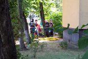 VIDEO - Moarte cu semne de întrebare pe strada Parâng din Mănăștur. Un fost pilot a fost găsit decedat la baza unui bloc