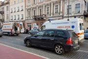 UPDATE - VIDEO - Dumnezeu nu doarme! Tânăr lovit de ambulanță după ce a furat cutia milei dintr-o biserică de pe Eroilor