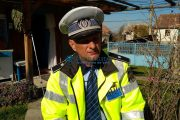 VIDEO - Polițist local îmbrăcat cu uniformă de la poliția națională. Poliția Română ce are de spus?