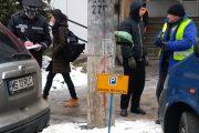 FOTO - Locurile de parcare nu pot fi ocupate cu obiecte sau inscripții, amenzile sunt usturătoare
