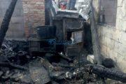 FOTO - O familie din județul Cluj a rămas sub cerul liber după ce focul le-a mistuit casa