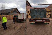 FOTO - Mașină confiscată de la hoții de lemne, la fel și zeci de metri cubi de lemn