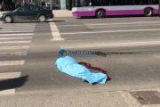 VIDEO - Adolescent accidentat mortal de un echipaj SMURD, pe trecerea de pietoni din fața The Office