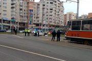 VIDEO - Accident pe strada Primăverii. Taximetru lovit de tramvai, clientă rănită