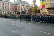 Ies soldați în stradă