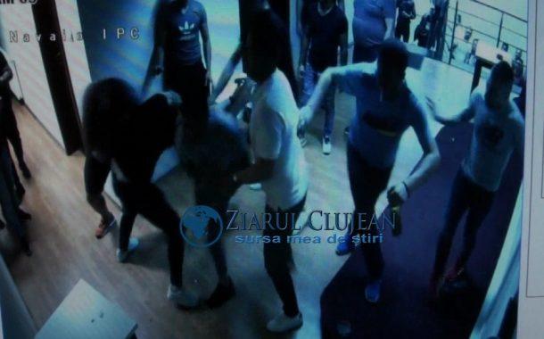 Bătaie în centrul Clujului, un tânăr din Turda a ajuns în arest