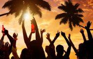 Cele 3 lucruri care să nu-ți lipsească de la o petrecere la malul mării în 2018