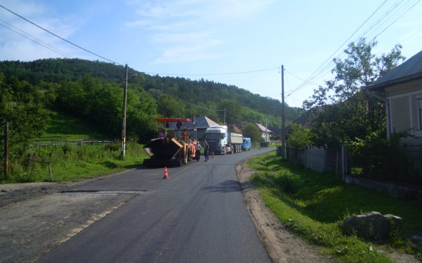 Au fost finalizate lucrările de asfaltare pe drumul județean Nireş– Valea Unguraşului