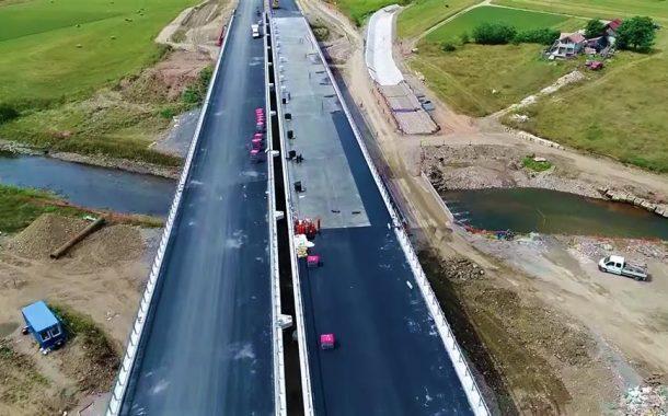 VIDEO - În septembrie s-ar putea deschide tronsonul de autostradă Gilău-Nădășelu. Cum se prezintă acum lucrările