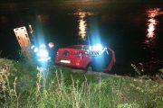 FOTO - Accident la Cluj Arena. Un taximetru a plonjat în Someș, o persoană rănită