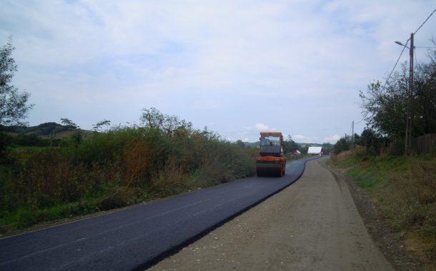 A început asfaltarea pe drumul județean 161 Dăbâca – Pâglişa – Dârja – Panticeu