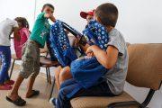 Primăria oferă ghiozdane și rechizite gratuite pentru elevii clujeni din familii cu venituri reduse
