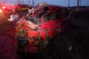 VIDEO - Un mort și un rănit grav la Jucu. Mașina în care se aflau a fost lovită de o locomotivă