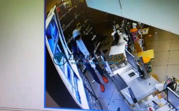 VIDEO - Furt filmat în magazinul Carrefour de la Gara Cluj-Napoca. Autorul a fost identificat și reținut